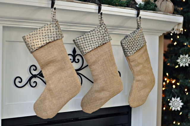 Burlap-and-Gold-Stockings-from-Decor