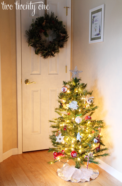 Foyer Christmas Decor : Entryway christmas decor two twenty one
