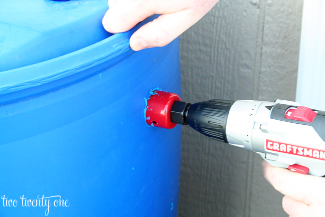 how to make DIY rain barrel