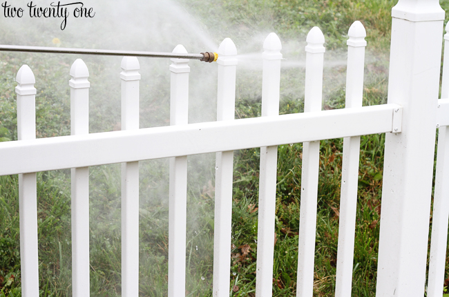 power washing vinyl fence