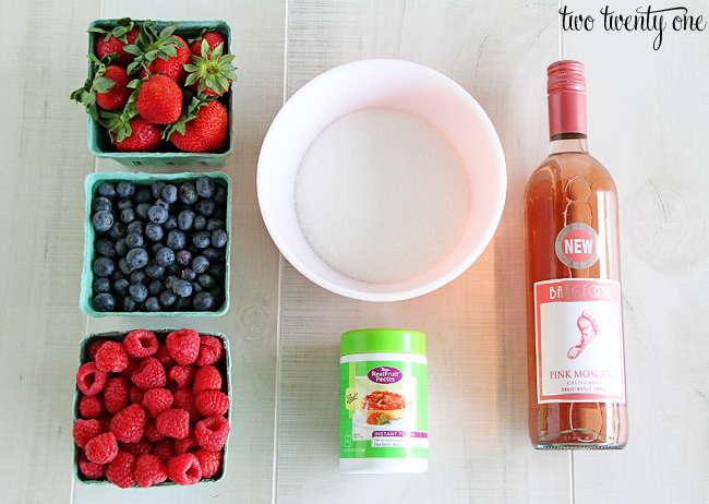mixed berry and pink moscato jam ingredients