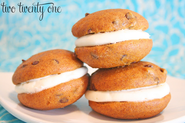 pumpkin+chocolate+chip+whoopie+pie+1