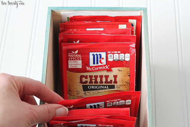 how to organize spice packets