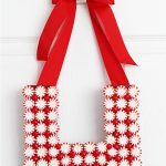 How to make a peppermint monogram wreath! GREAT handmade gift idea!