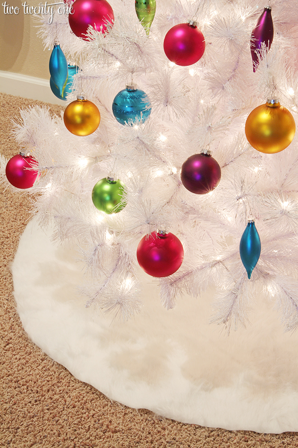 NO SEW fur tree skirt!  Only cost $15 to make!