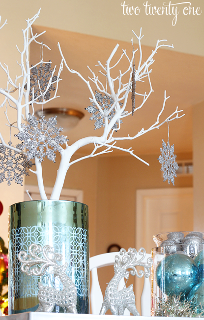 silver-and-blue-centerpiece-1