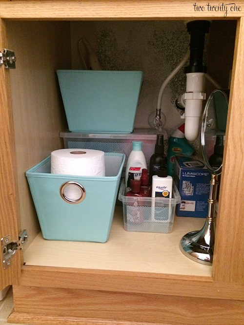 bathroom vanity organiztion