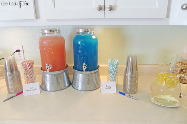 gender reveal party drink station