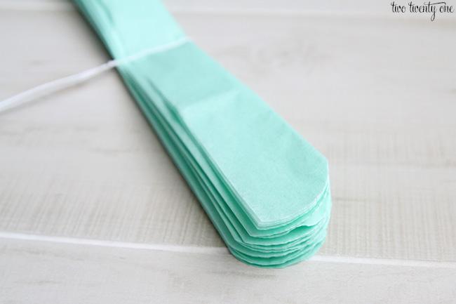 how to make a tissue paper pom pom