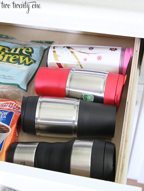 storing mugs