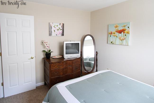 guest bedroom befor 3