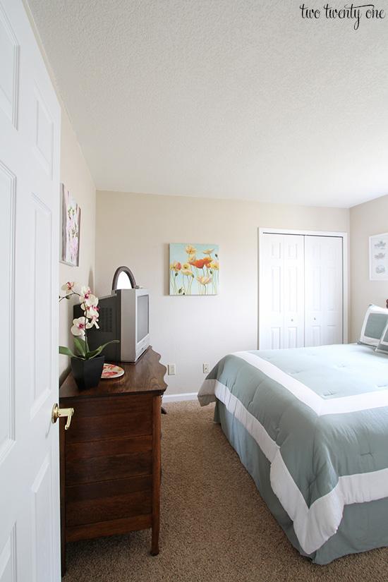 guest bedroom before 1