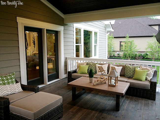 outdoor living area 2