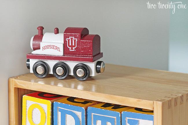 IU toy train