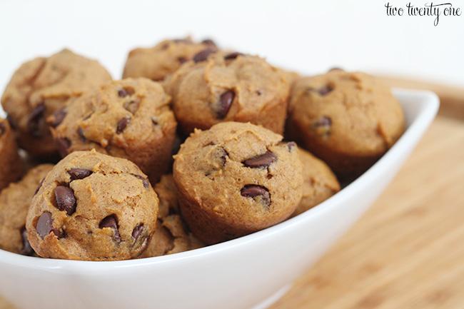 mini pumpkin chocolate chip muffins 2