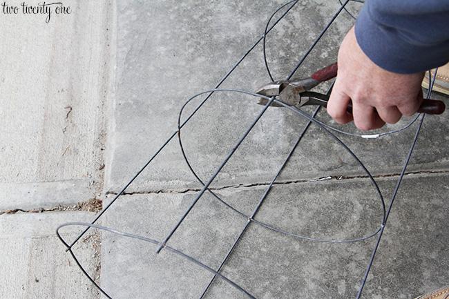 tomato cage xmas tree 1