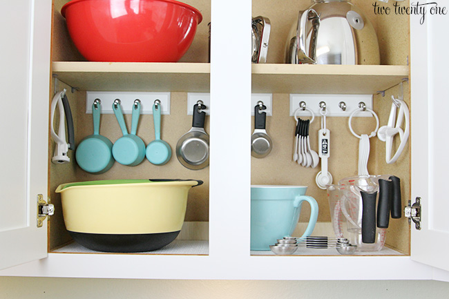 Organized baking cabinet for Ideas organizing kitchen cabinets