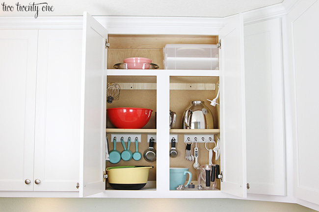Organized baking cabinet! Great ideas to maximize cabinet space!