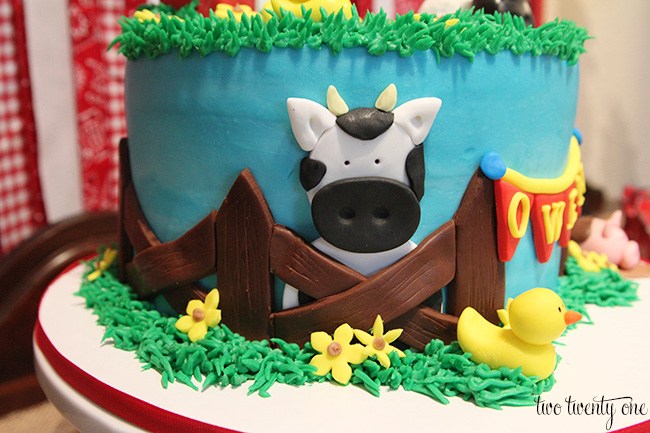barnyard birthday cake 2