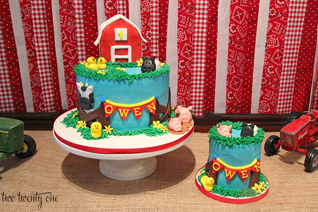 barnyard birthday smash cake