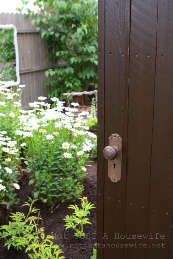 secret-garden-peek-682x1024