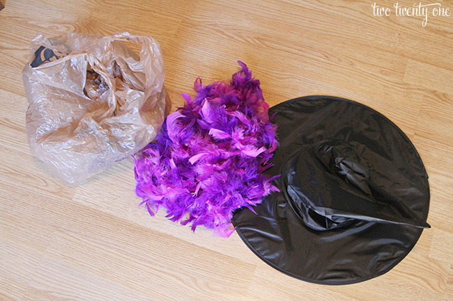 witch hat wreath materials