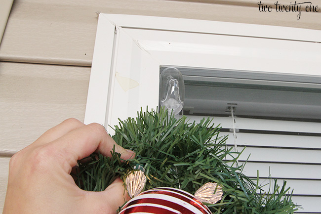 command clear outdoor hook christmas decoration