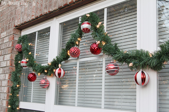 Christmas Decorations On Window : Outdoor christmas decorations