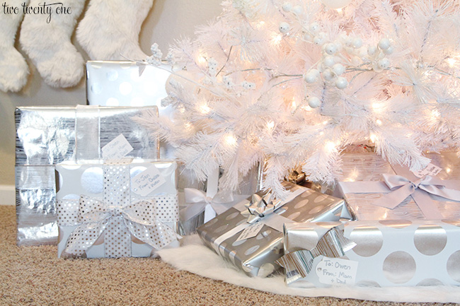 White christmas gift wrapping ideas
