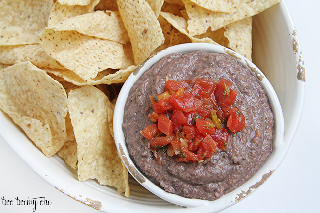 Quick and easy black bean dip!