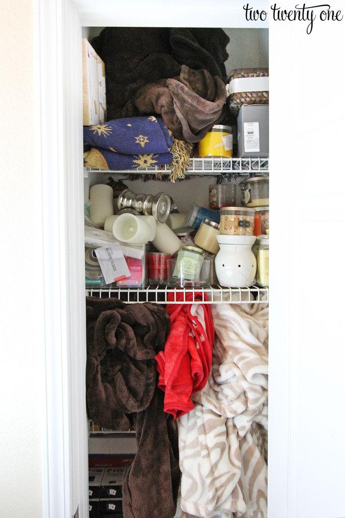 messy-hall-closet