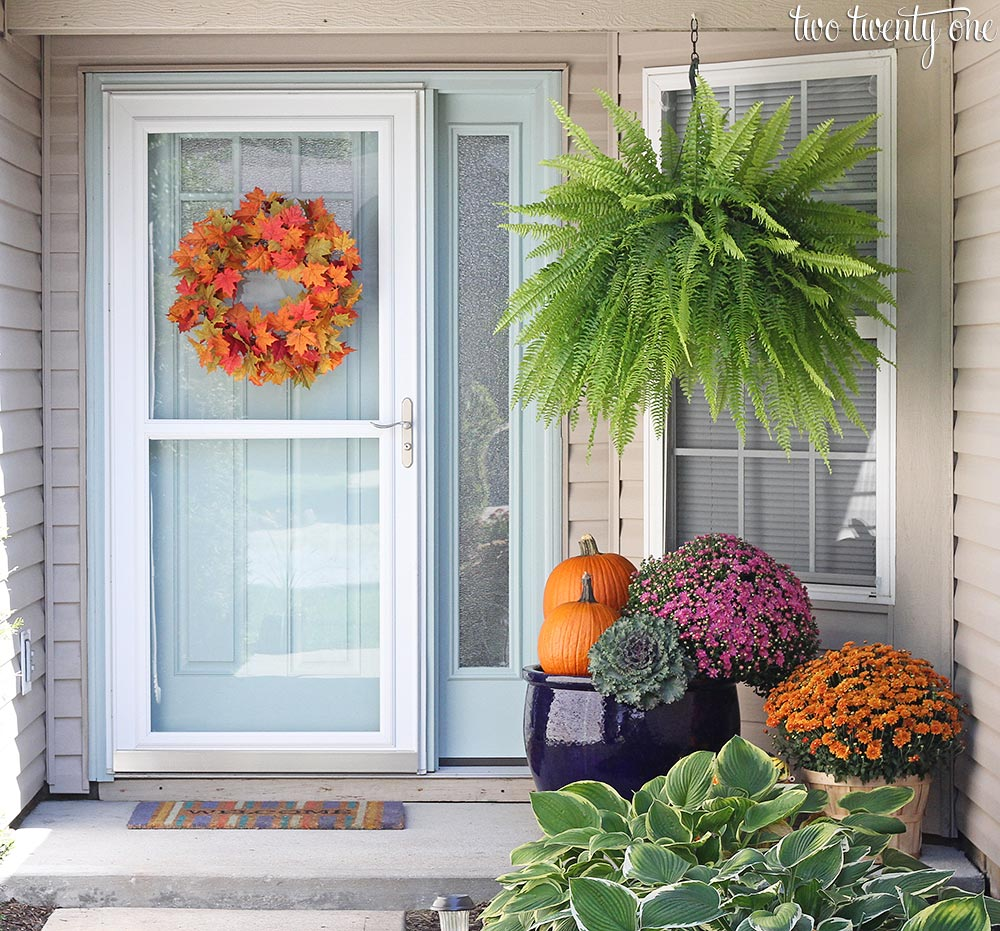 6 tips for creating a beautiful fall front porch Beautiful fall front porches