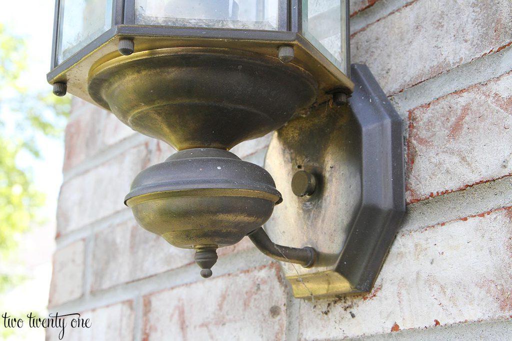 gross-outdoor-garage-light