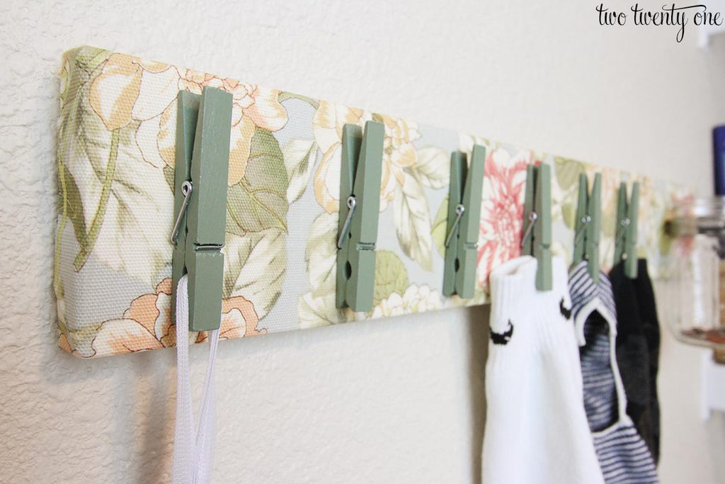 laundry-room-clothespin-board