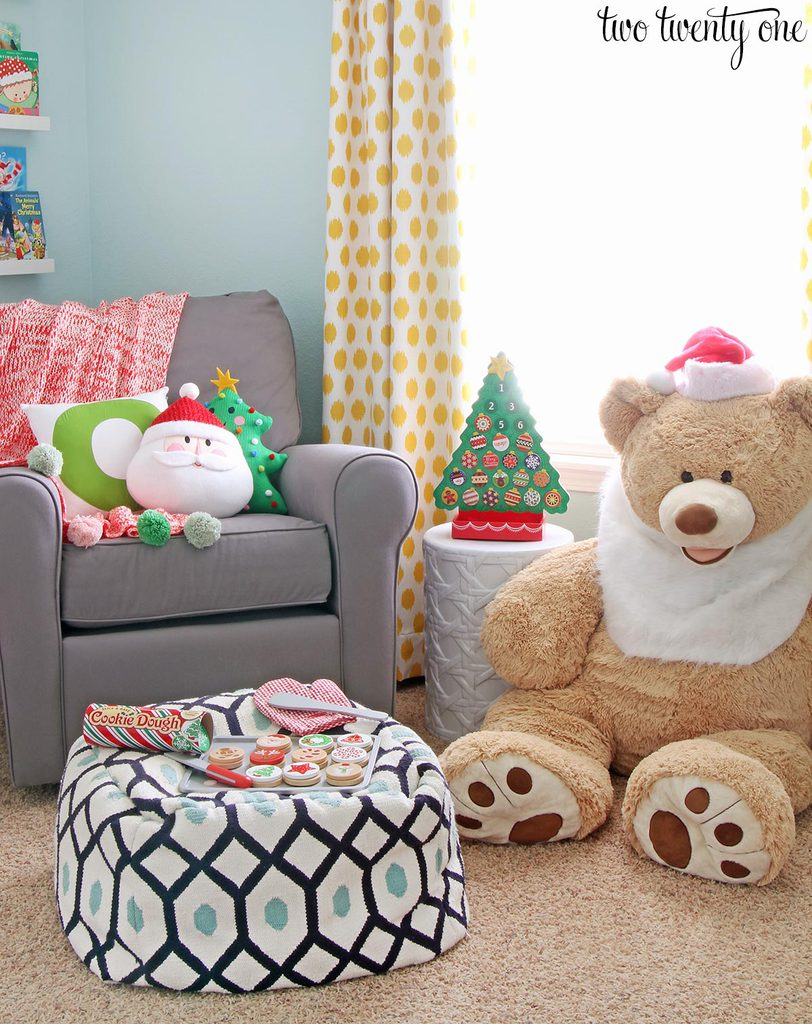A kid's room decorated for Christmas! Love all the color and ideas!