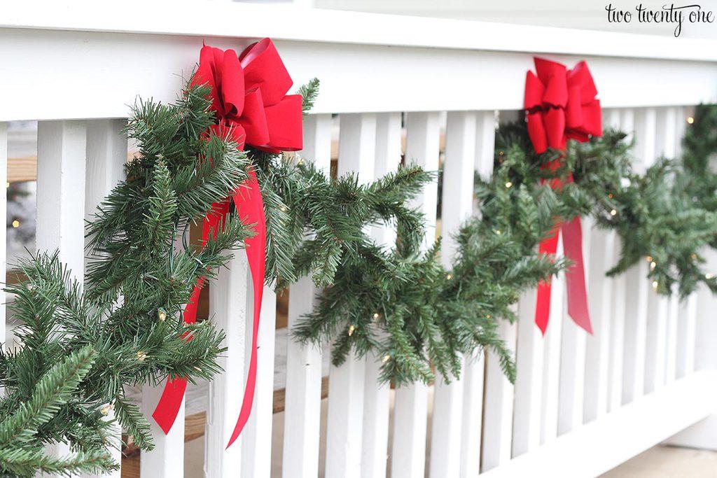 christmas-porch-garland