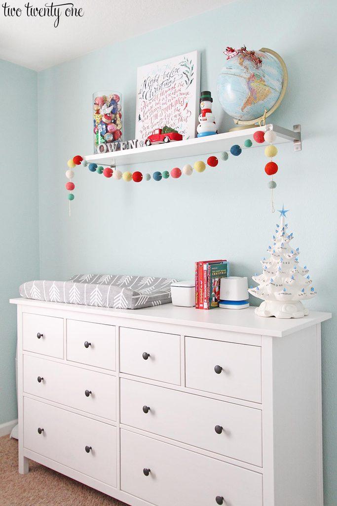 kid-christmas-dresser