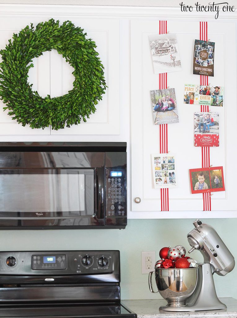 kitchen-decorated-for-christmas-1