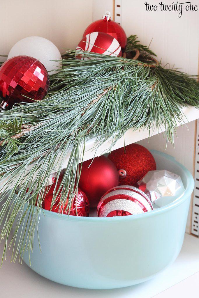 kitchen-shelves-christmas
