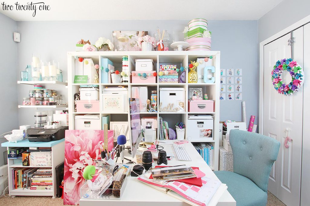 messy-christmas-office-1
