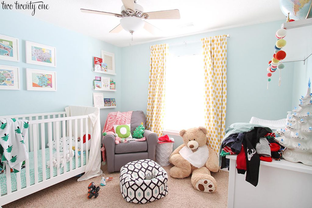 messy-toddler-christmas-bedroom-1