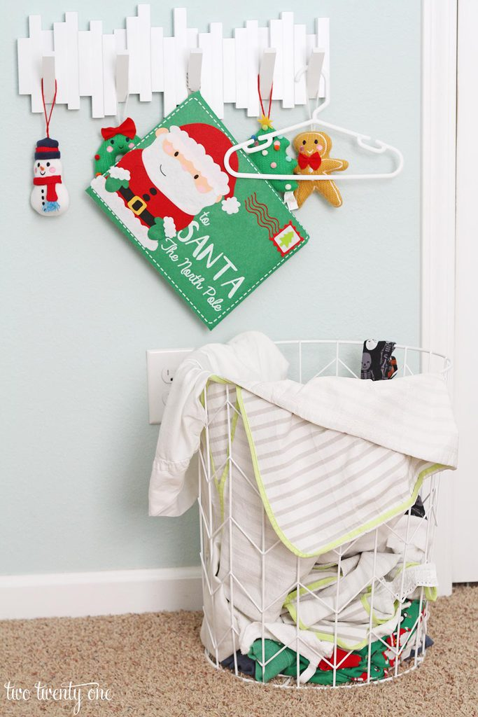 messy-toddler-christmas-bedroom-3