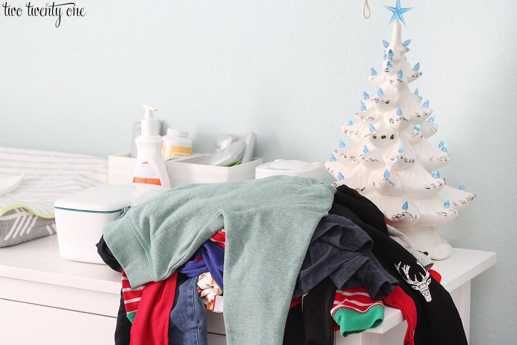 messy-toddler-christmas-bedroom-4