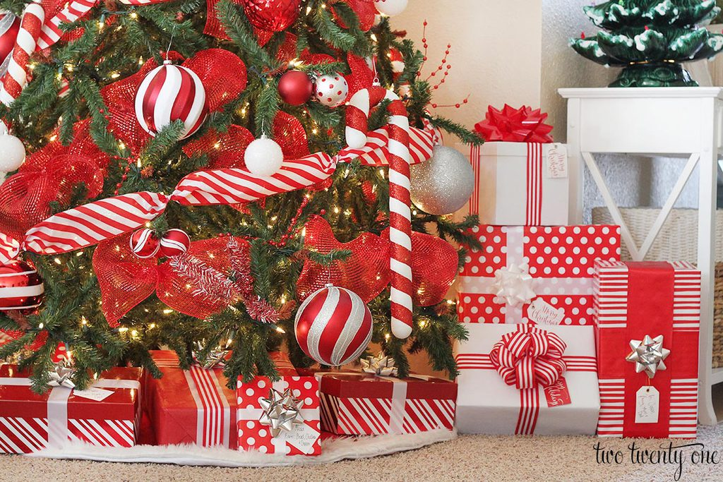 Red And White Christmas Tree Decorating Ideas