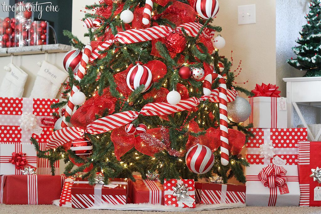 red-and-white-christmas-tree-3