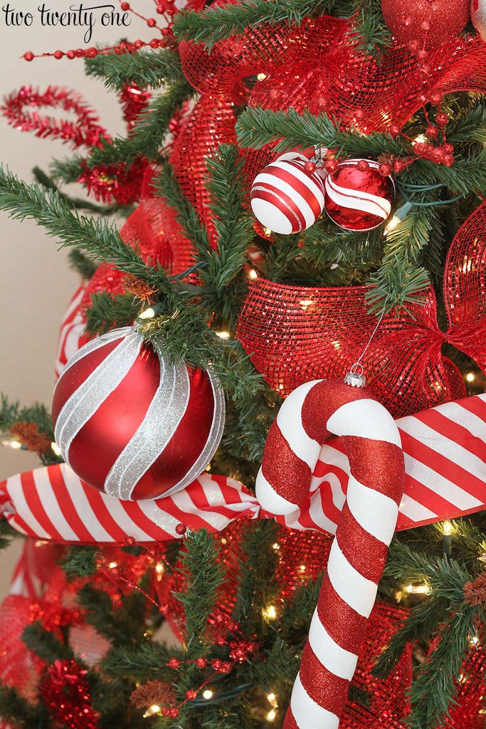 red-and-white-christmas-tree-5