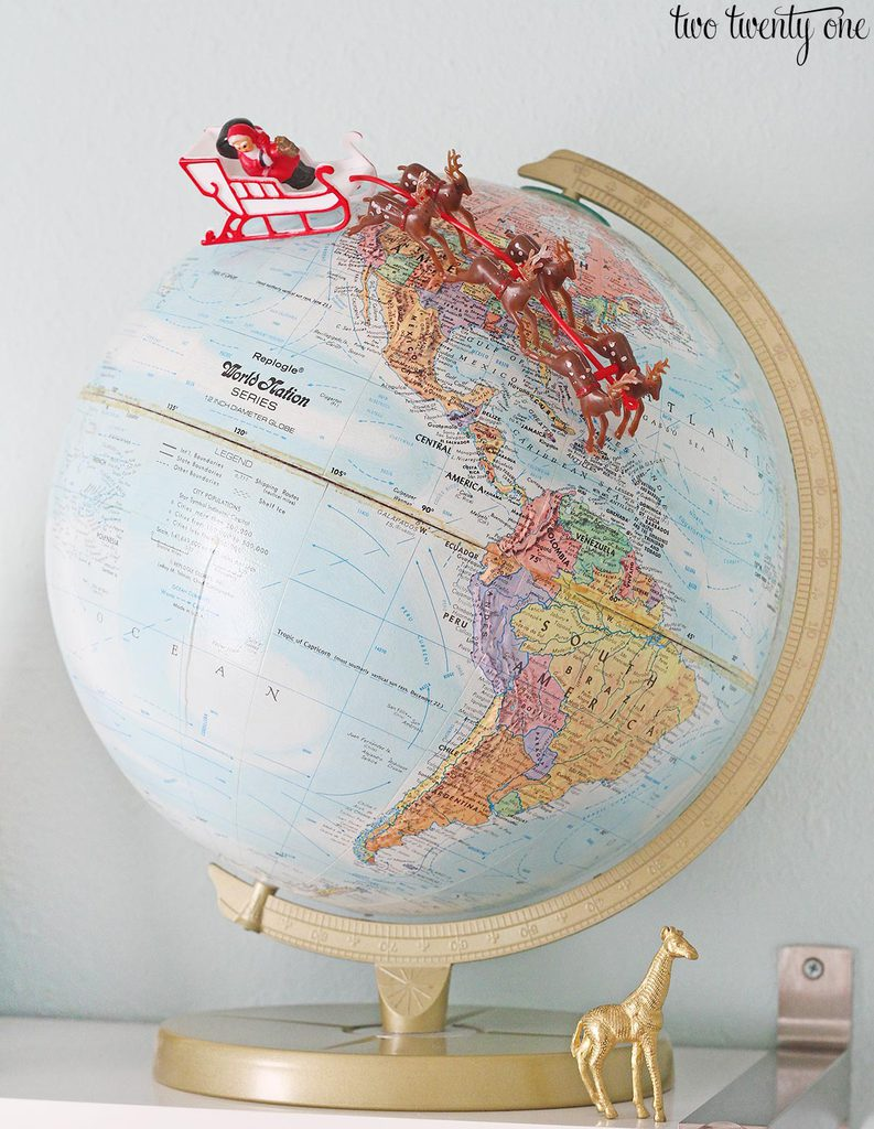 santa-on-globe