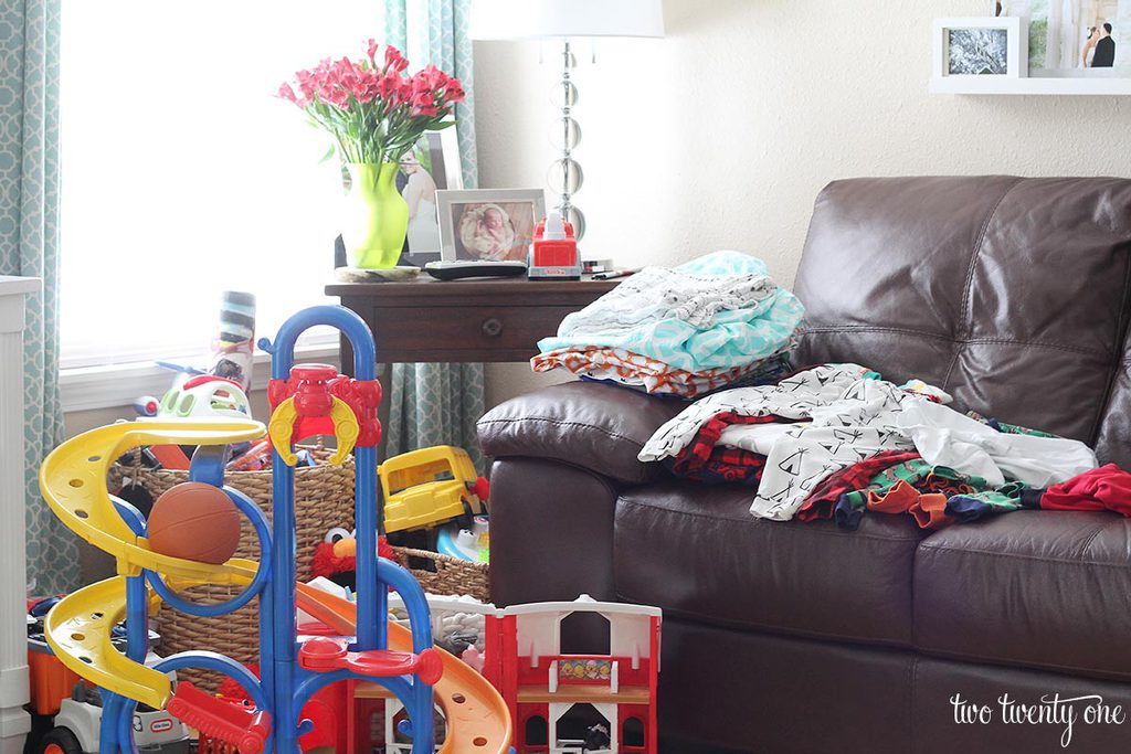 two-twenty-one-kidtastic-living-room