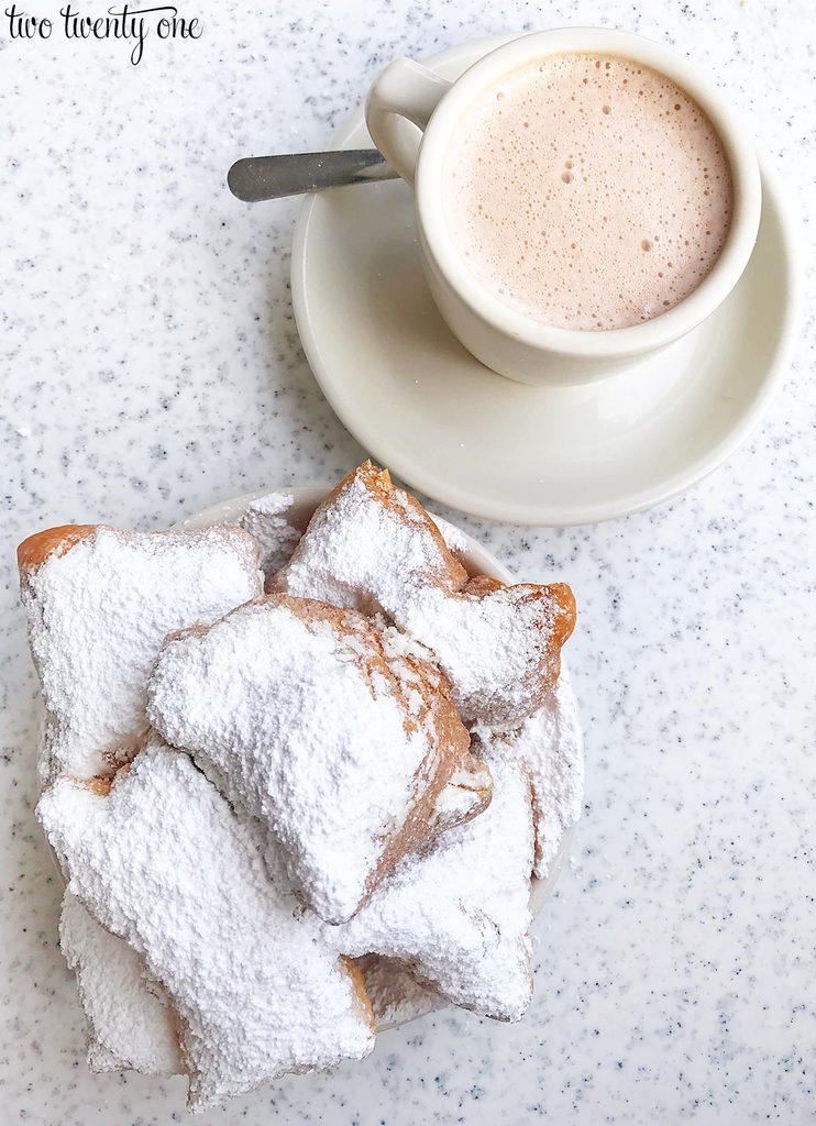 cafe-du-monde-beignets-1