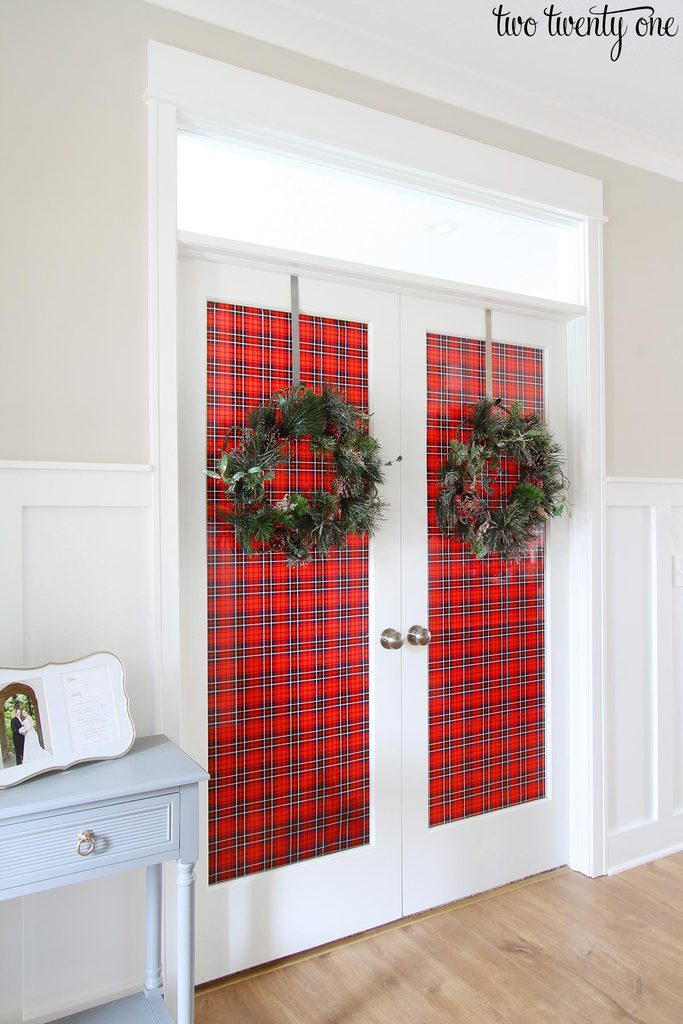 Decorating french doors for christmas im debating swapping out the wrapping paper to go with the seasonholiday until i whip my office into shape not a bad idea right decorating french doors rubansaba
